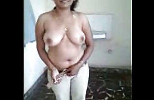 Granne flicka tar av porrfilm damer hennes trosor