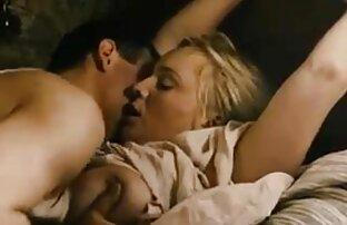 Het Brunett blyg med porr film med sex hängiga bröst knullade rumskompis