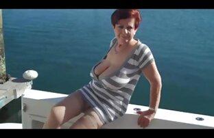Julia dag i sidorna av porrfilm massage onanerar på bänken